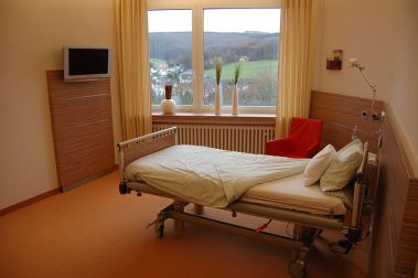 800px-Psychiatrie_Bad_Driburg_Patientenzimmer