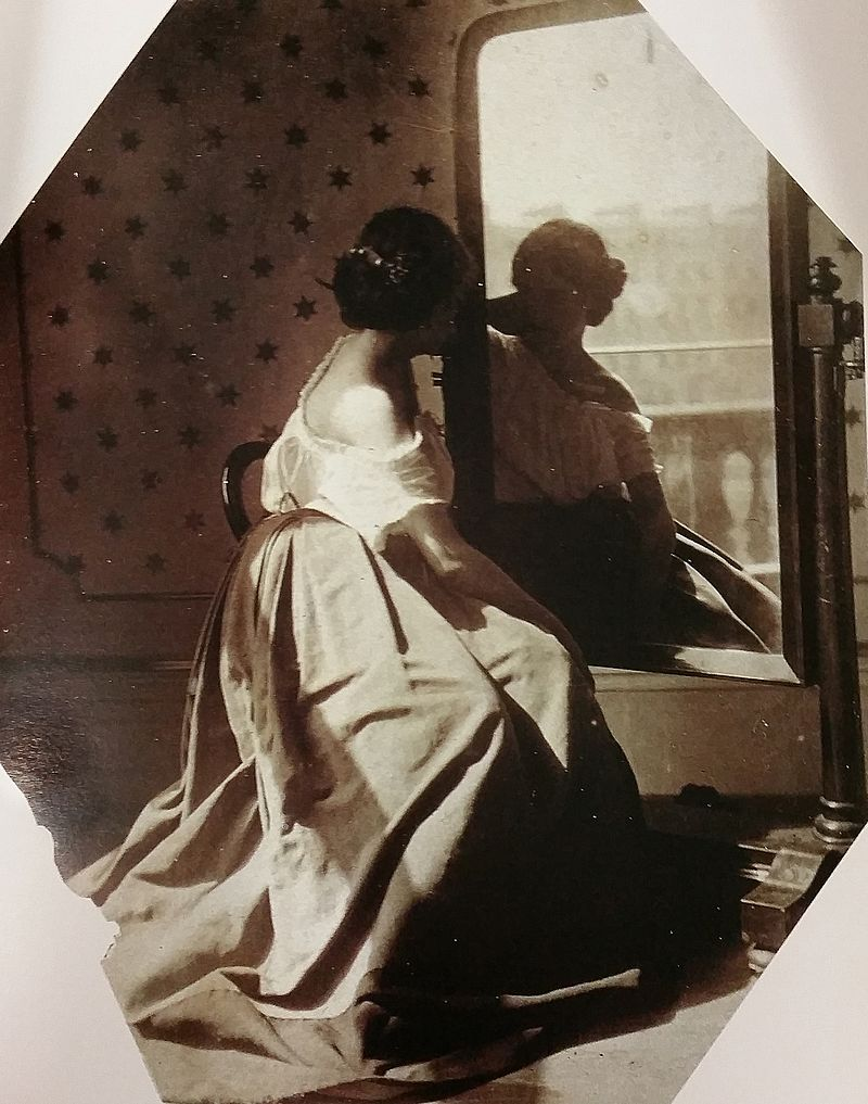 Clementina_Hawarden_-_untitled_(women_before_mirror)